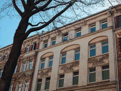 Fassadenansicht zur Strassenseite - vor der Sanierung
